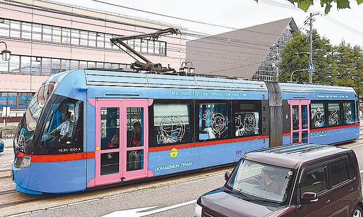 運行継続が決まった「ドラえもんトラム」 =高岡市あわら町