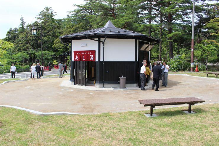 旧やひこ観光ホテル跡地に弥彦村が整備した広場=7月3日、弥彦村
