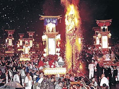 キリコ乱舞、雨吹き飛ばす 能登町宇出津であばれ祭開幕