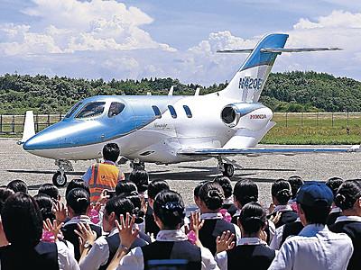 最新機種飛来 ホンダジェット能登空港へ