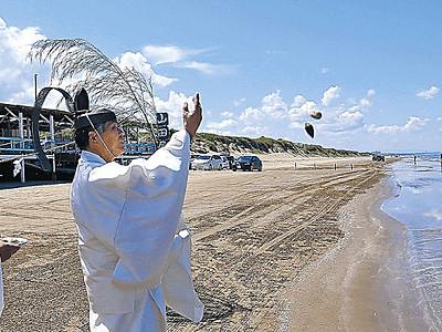 千里浜浜開き 県内トップ切り浜茶屋も営業