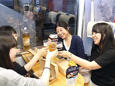 車窓と生ビール、楽しむ 長野電鉄、夏恒例の企画列車
