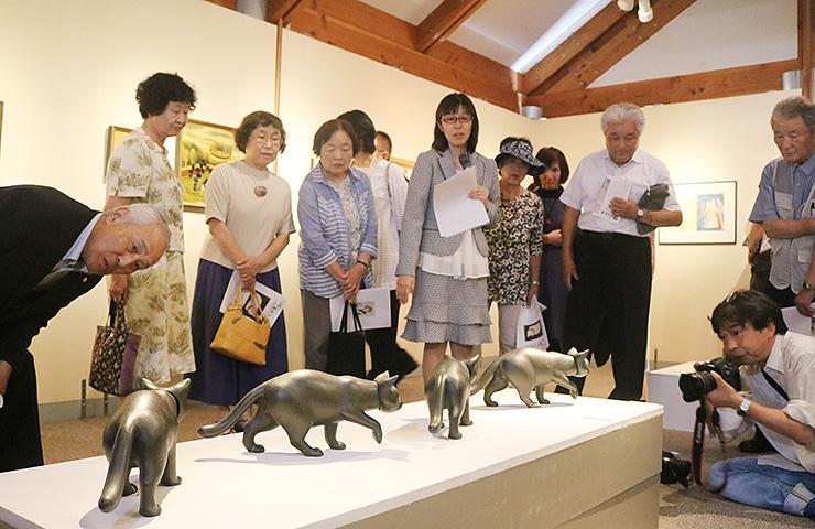 ネコにまつわる多彩な作品を展示している特別展
