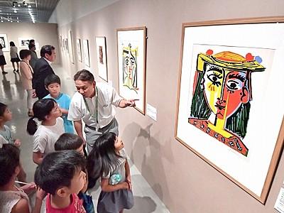 ピカソの表現に感嘆 県立美術館 版画展が開幕