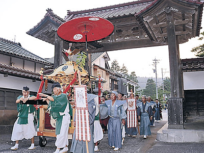 神輿練り、總持寺祖院に 輪島・門前、櫛比神社の「ごうらい祭り」