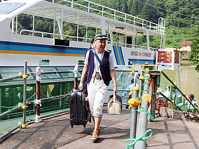 大牧温泉へ庄川遊覧船運航再開 発電所船着き場利用
