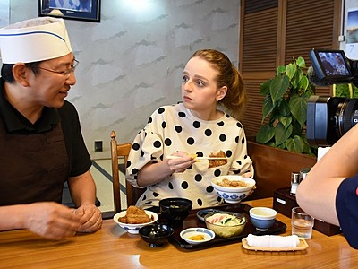 ソースカツ丼、外国人が絶賛 福井取材の女性「お米も絶品」