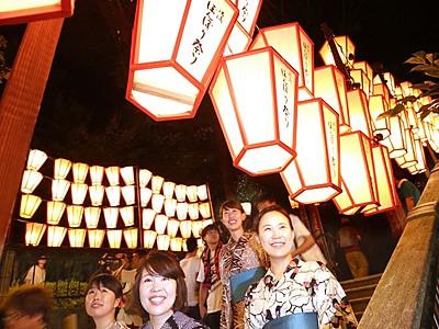 湯涌温泉1300年、祝うぼんぼり 10月の祭りに向け点灯式