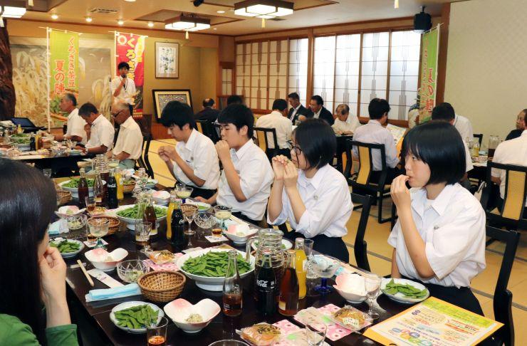 くろさき茶豆をPRする「くろさき茶豆 夏の陣」のキックオフイベント=25日、新潟市西区