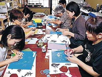 金沢で中国の切り紙作り体験