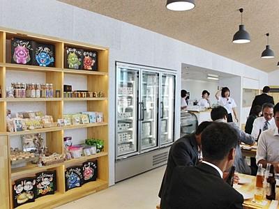 阿賀野の逸品勢ぞろい 「瓦テラス」8月8日オープン
