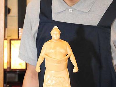 木曽ヒノキで御嶽海 10体限定、彫像販売