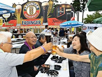 本場ビール猛暑に潤い オクトーバーフェスト開幕 上越