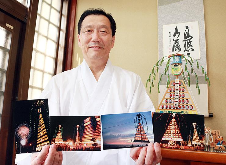 たてもん祭りの絵はがきを紹介する武田宮司