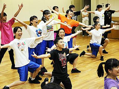 元気な踊り見せるぞ! 富山まつりで日体大荏原高ダンス部