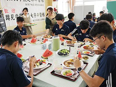 合宿生にランチ提供 休校中の新瀬戸小(立山)、新たな活用法模索