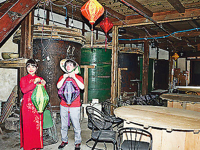 歴史ある旧酒蔵にバー&カフェ 滑川、ランタンまつりに合わせ