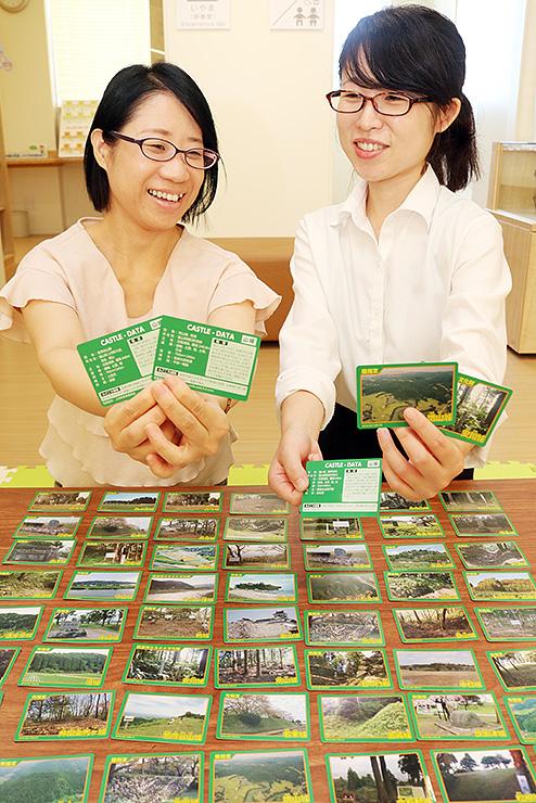砺波市教委が作製した「とやま城郭カード」
