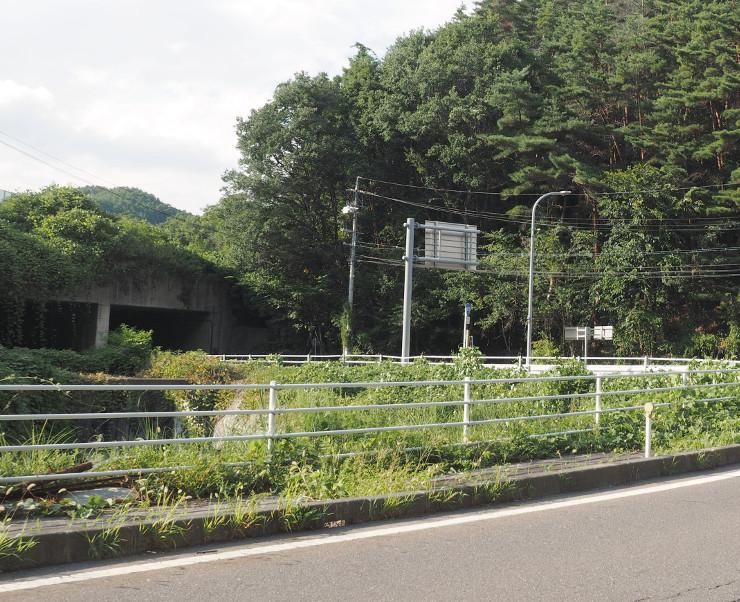 筑北スマートIC(仮称)の予定地付近。左が長野道