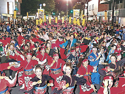 YOSAKOI乱舞、県都熱く 金沢ゆめ街道開幕、華やか総踊り
