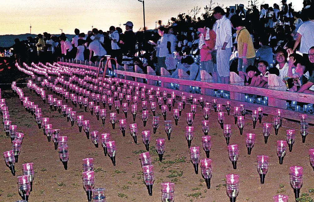 2万個のLEDが会場を彩った「西能登里浜イルミネーション ときめき桜貝廊」=志賀町の増穂浦海岸