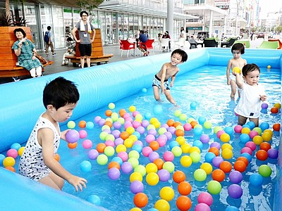 ハピテラスに子どもプール登場 JR福井駅前