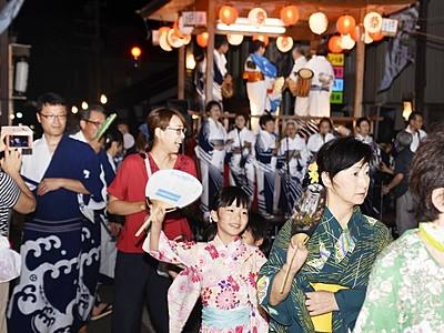 盆踊りや花火楽しむ 16日まで福井・大野で城まつり