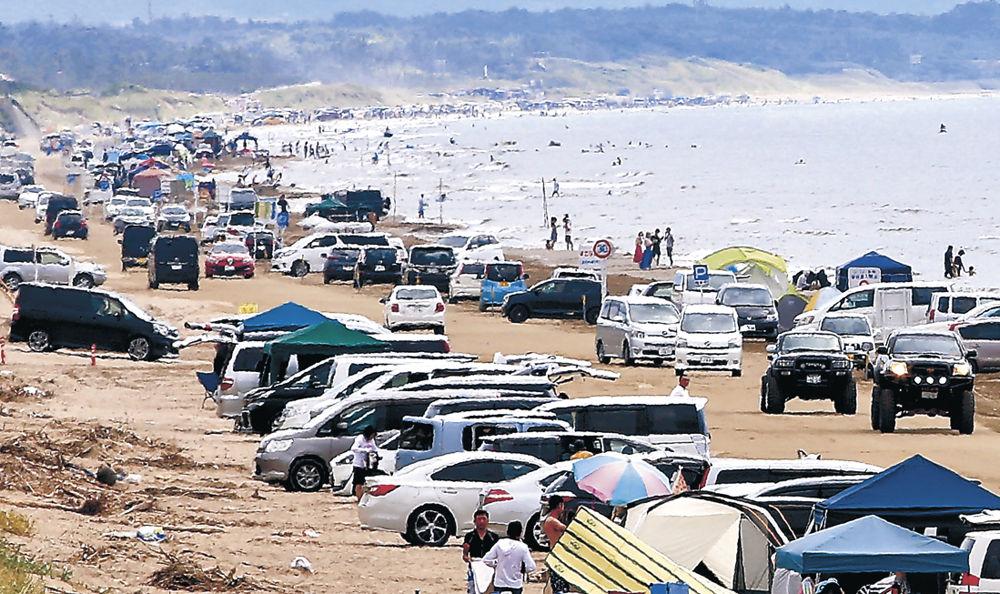 大勢の人でにぎわった千里浜海水浴場