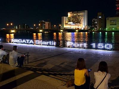 信濃川右岸の万代テラス 夜景LED照らす 新潟市中央区