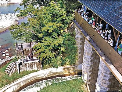 七ケ用水の役割学ぶ 白山、川北で親子探検ツアー