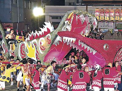 化けぐず練る 加賀・動橋で奇祭