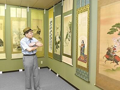 私設美術館「佐々木大岳記念館」開館20年 孫が自宅敷地に建設、色鮮やか掛け軸ずらり