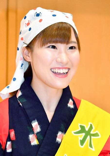 水仙娘に選ばれた芝かんなさん=9月9日、福井新聞社・風の森ホール