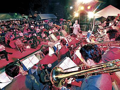 前夜祭で4バンド演奏 祭典いよいよ