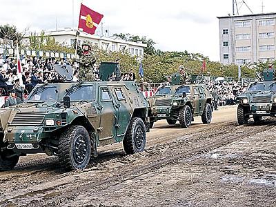 堂々の行進、精進誓う 陸自金沢駐屯地で創立68周年行事