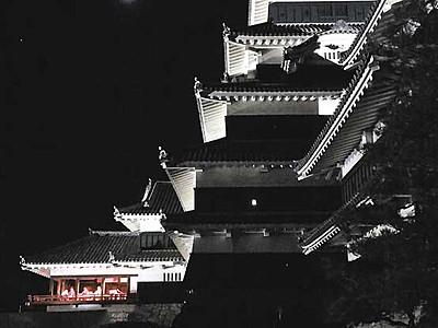 松本城の秋「月見の宴」 本丸庭園を無料開放