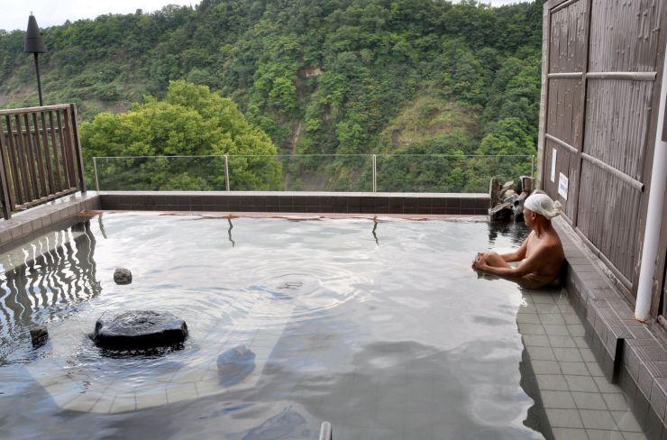 「ナステビュウ湯の山」の露天風呂