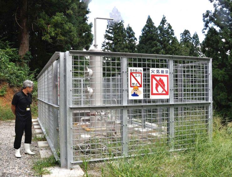 新たにポンプが設置された源泉の井戸=十日町市松之山湯山