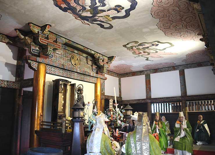 小松姫の御霊屋で営まれた本尊と位牌の遷座開眼法要