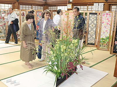 芸術の秋彩る300点 井波でまちなみアート開幕