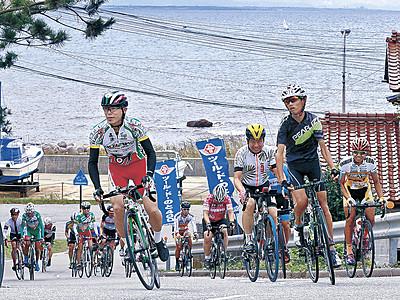 能登路を疾走 第30回ツール・ド・のと開幕