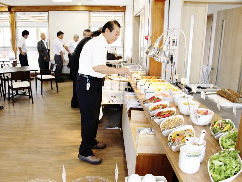 旬の地場野菜などを使った料理を提供する「こるぱ」のレストラン=9月22日