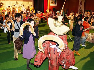 ささら手に総踊り 平こきりこ祭り最終日
