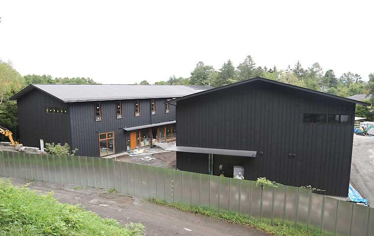 軽井沢町で建設工事が進む「BEB軽井沢」