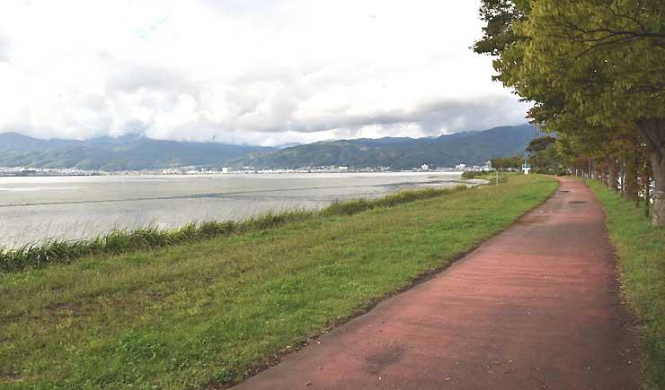 県が11月にサイクリングロードの造成工事を始める諏訪市豊田の諏訪湖畔