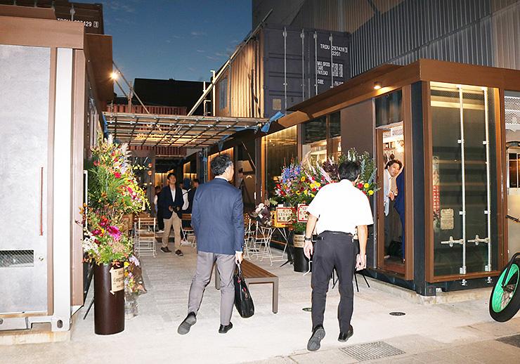 オープンした「あまよっと横丁」=富山市総曲輪