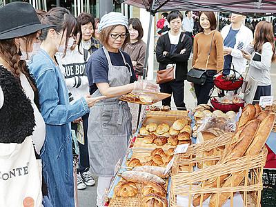 パンやコーヒー楽しむ 富山駅前に人気カフェ集結