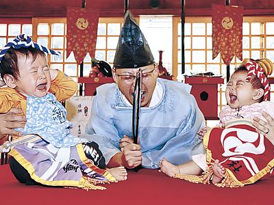 元気な泣き声響かせる 輪島・重蔵神社で成長願う「泣き相撲」