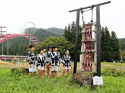 芸術の秋田んぼに実る 里山アート展 阿賀で開幕