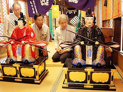 勇壮な右大臣と左大臣の木彫「復活」  庄川・五ケ神社